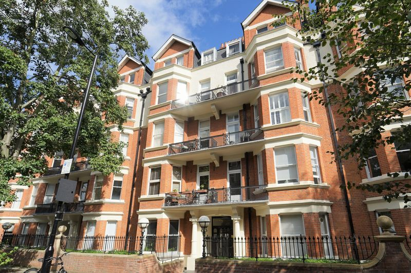 3 bed Mansion Flat for rent in Paddington. From Ashley Milton Estate Agents