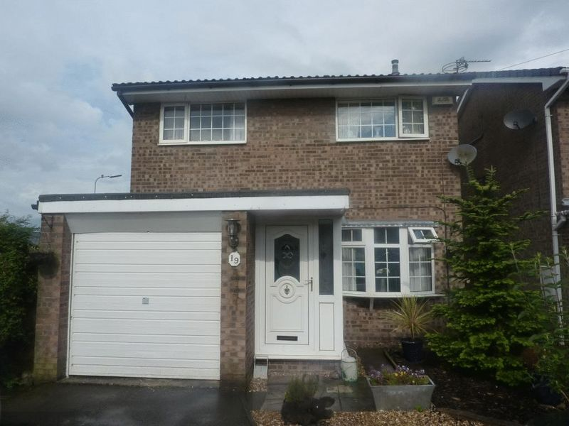 3 bed Detached for rent in Hart Common. From Hazelwells - Westhoughton
