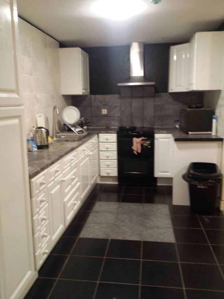 6 bed Mid Terraced House for rent in Manchester. From M T Properties