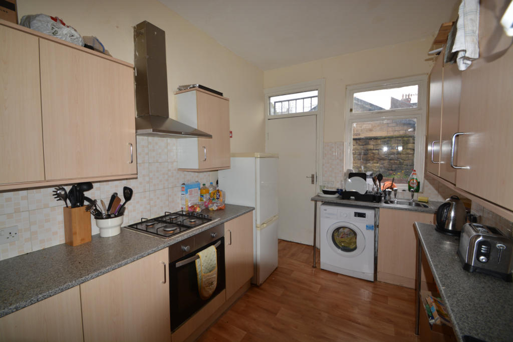6 bed Detached House for rent in Leeds. From Rooftop Living - UK Ltd