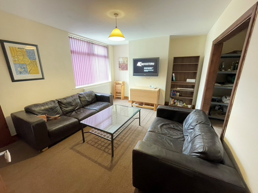 4 bed Mid Terraced House for rent in Preston. From Kingswood Properties City Center