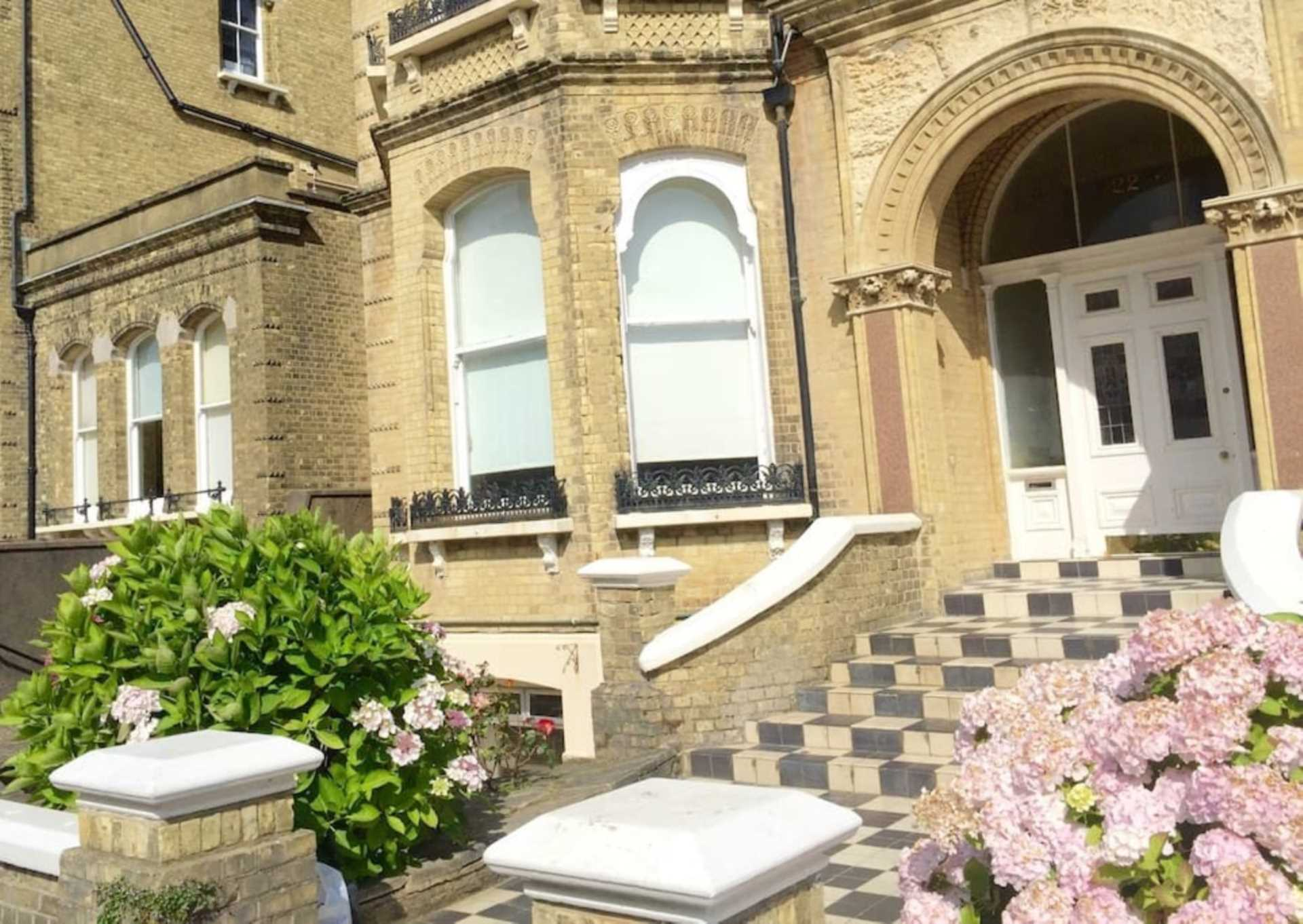 2 bed Flat for rent in Hove. From Westbeach Properties Ltd