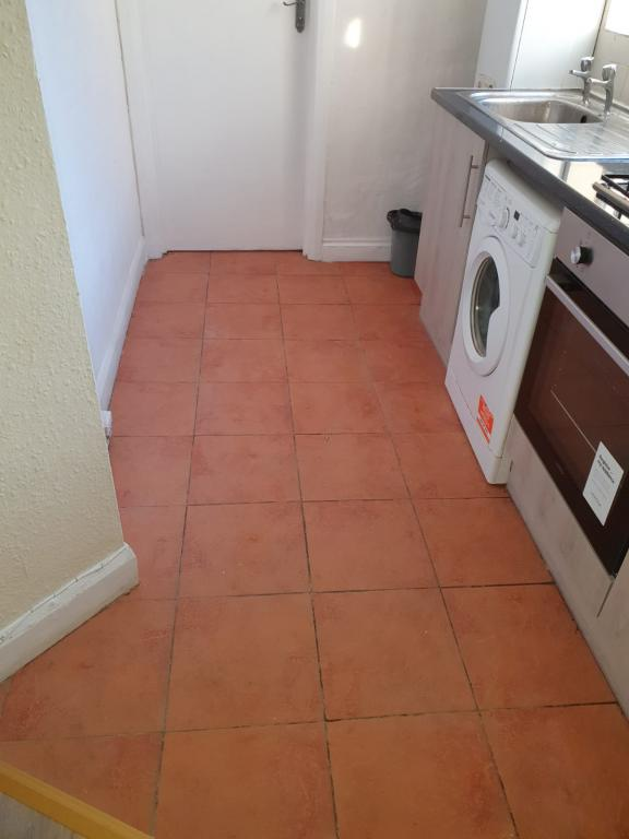 3 bed Apartment for rent in Thornton Heath. From Dicksons Estate Agents - Thornton Heath
