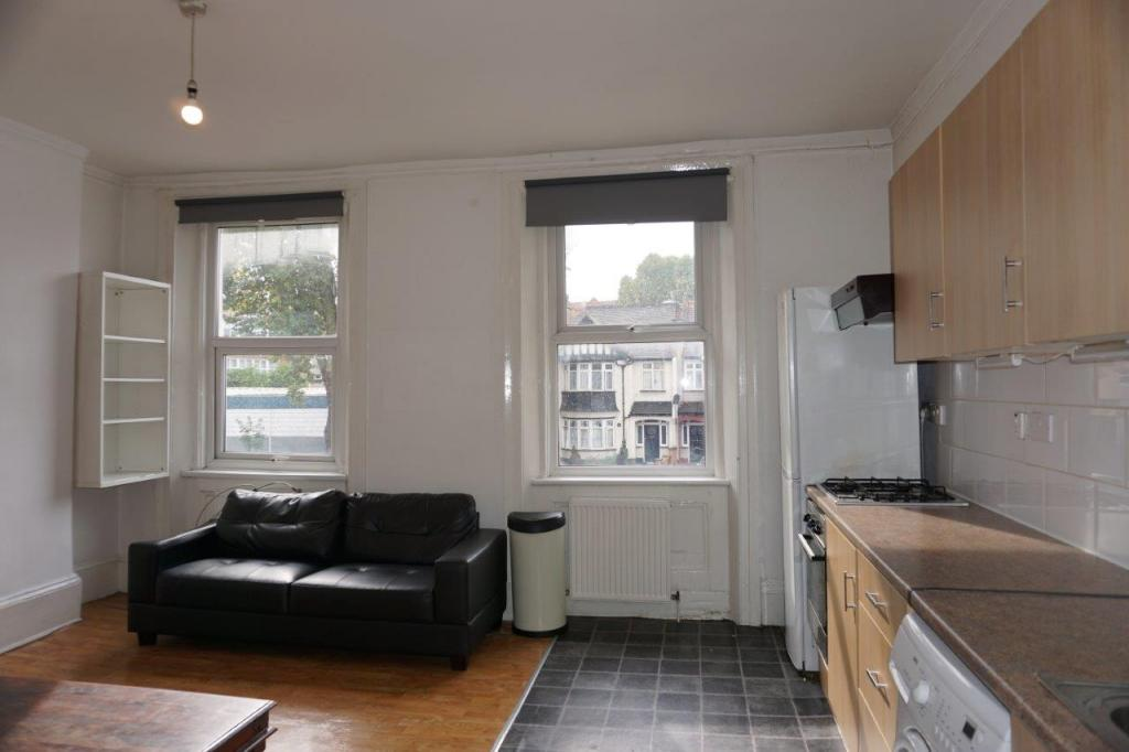 4 bed Flat for rent in London. From Homepride Lets Ltd - London