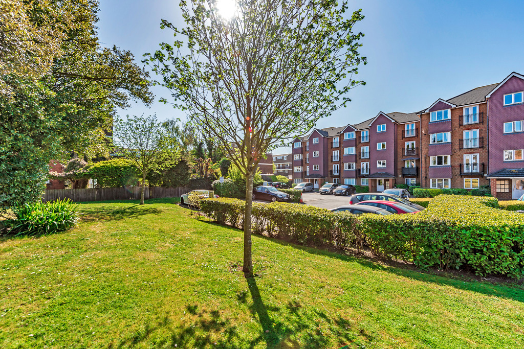 2 bed Flat for rent in Kingston Upon Thames. From Carringtons Property