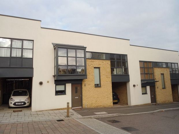 3 bed Terraced House for rent in Greenhithe. From Howard Young Residential - Dartford