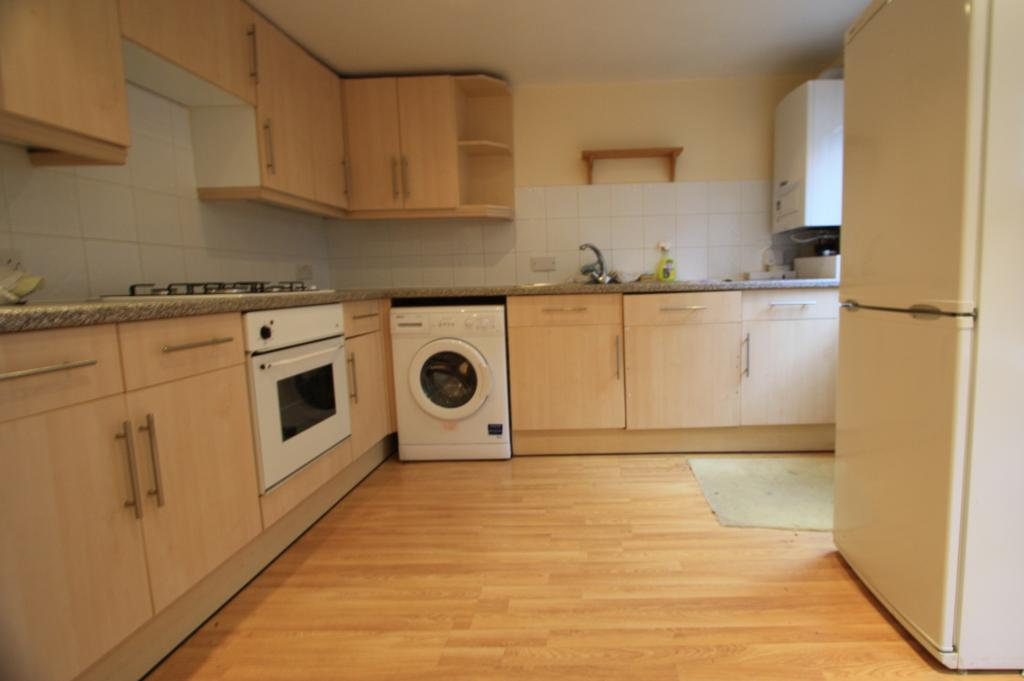 2 bed Ground floor maisonette for rent in London. From SW16 Estate Agents