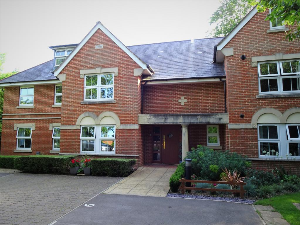 2 bed Apartment for rent in Church Crookham. From Skopic